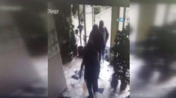 Ünlü iş adamının evine giren hırsızlar kamerada