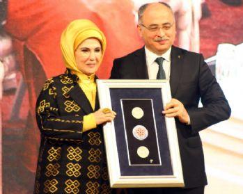 Emine Erdoğan'a 'Yılın Kişisi' ödülü