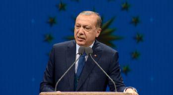 Yabancı sözcük kullanımını eleştirdi: Türkçe vurgusu yaptı