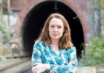 Paula Hawkins'ten yeni roman: Karanlık sular