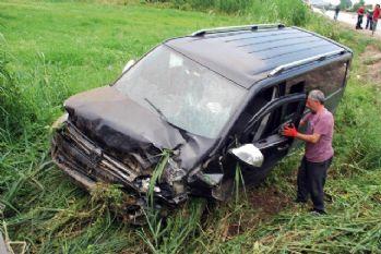 Minibüs şarampole uçtu: 3 yaralı