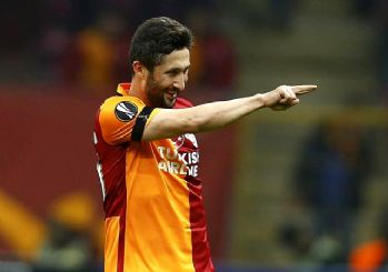 Sabri Sarıoğlu futbolu bıraktı!