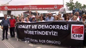 CHP'liler cezaevi önünde nöbet tutuyor