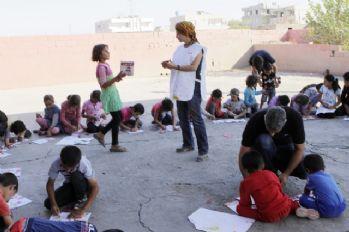 Sporcular ve sanatçılar minik mültecikler için el ele verdi