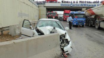 Beton bariyerlere çarptı: 4 yaralı