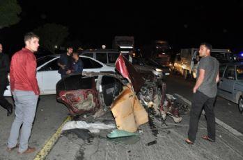 Otomobil parçalara ayrıldı: 3 ölü, 8 yaralı