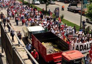 Adalet yürüyüşündeki CHP'liler kamyon şoförüne saldırdı