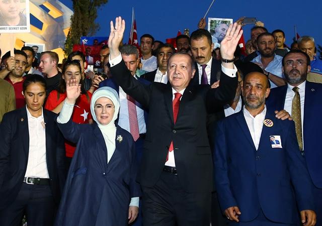 Erdoğan halkla beraber yürüdü!