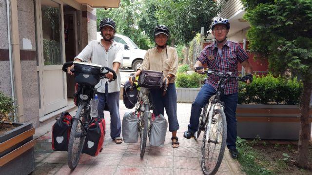 İtalya'dan yola çıkan bisikletli çift Japonya'ya bisiklet ile gidiyor