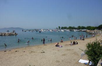 Sıcaktan bunalanlar denize koştu