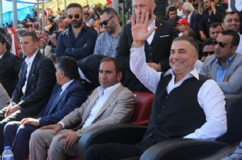Festivalde Sedat Peker'e yoğun ilgi