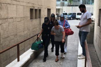 Polisi gören kadın 2. kattan atladı, ayağı kırıldı