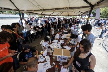 Maduro karşıtlarından sembolik referandum
