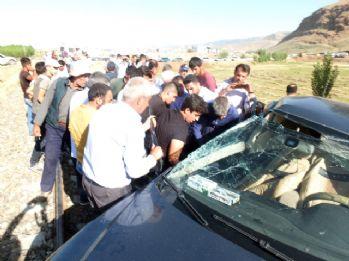 Tren otomobile çarptı: 6 yaralı