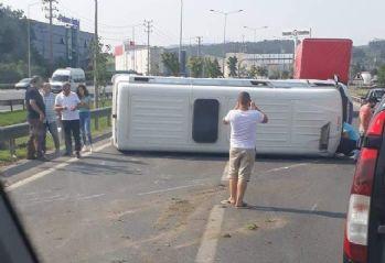 Yolcu minibüsü yan yattı: 4 yaralı