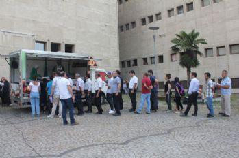 Kavga eden kızlara adliye önünde lokma dağıtma cezası