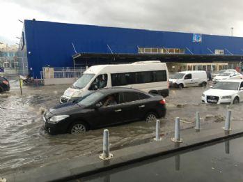 İstanbul'da yağış hayatı felç etti