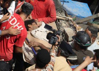 Pakistan'da bina çöktü: 4 ölü
