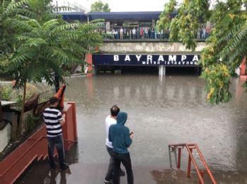 Bayrampaşa Metro istasyonunu su bastı