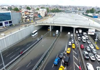Avrasya tünel girişindeki su birikintisi havadan görüntülendi