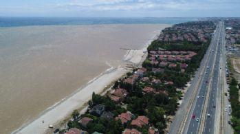 Silivri sahilleri çamura bulandı