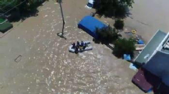 Mahsur kalan vatandaşlar botlarla böyle kurtarıldı