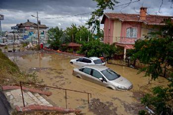 Silivri'de evlerdeki sular tahliye edilmeye başlandı