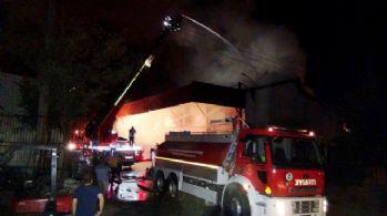 Gaziantep'te iş yeri yangını: 3 itfaiyeci yaralandı