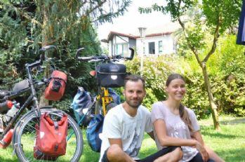 Dünya evine girmeden önce bisikletle dünya turu