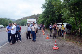 Minibüs ormanlık alana uçtu: 1 ölü, 11 yaralı