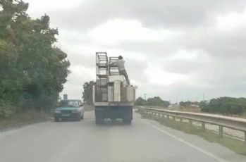 Can güvenliğini hiçe sayan taşıma yöntemi kamerada