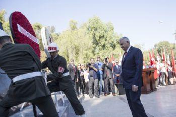 Başbakan Yıldırım, Kıbrıs'ta Atatürk Anıtı'na çelenk bıraktı
