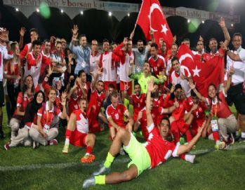 İşitme Engelliler Futbol Milli Takımı üçlemenin ilk adımını attı