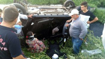 Otomobil kanala devrildi: 2'si çocuk 5 yaralı