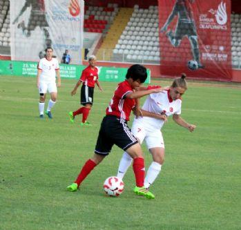 Türkiye Kadın Futbol Takımı Çin'i 5'ledi