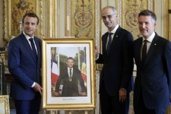 Fransa'da Macron'un portresi polemiği