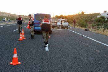 Otomobil kum yüklü traktöre çarptı: 4 yaralı