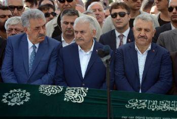 Başbakan Yıldırım acılı gününde Bakan Aslan'ı yalnız bırakmadı
