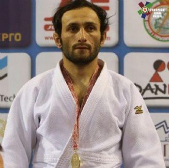 Bekir Özlü judoda altın madalya kazandı