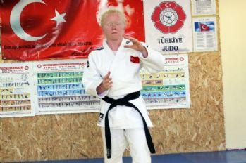 Albino hastası Cahide'nin hedefi altın madalya