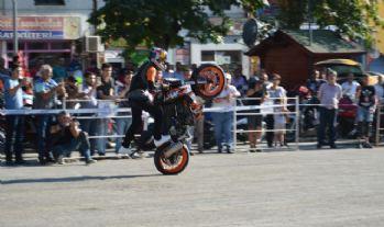 Motosiklet tutkunları şov yaptı