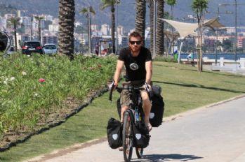 Hollanda'dan bisikletle İzmir'e geldi
