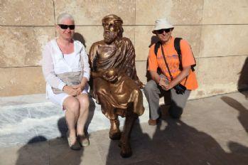 Tartışılan heykel bakıma alındı