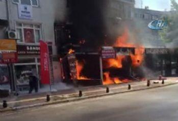 İstanbul'daki pastane yangınında faciadan dönüldü