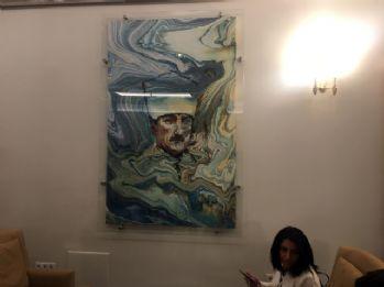 Muhalefet kulisindeki Atatürk portresi ve resimler yenilendi