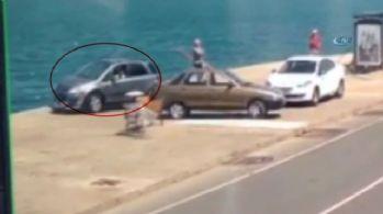Otomobil denize uçtu: Bir adımla faciadan kurtuldu