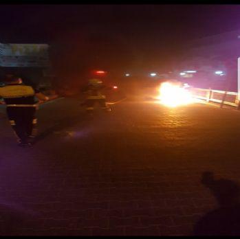 Polise yakalanmamak için motosikleti ateşe verdi