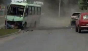 Feci kaza: 2 sürücü de camdan fırladı