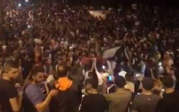 Filistinliler demir bariyerlerin kaldırılmasını kutluyor