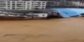 Sel binayı böyle yıktı